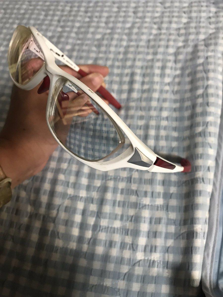 うちの自転車店の店長さん、10年くらい前にレーシックしましたが、現在は老眼で若干困ってはります。私はメガネの三城とサイスポコラボの度付きサングラスです。ヒンジの部分がだいぶん前に半壊れですが、修理部品がもうないそうなので、大事に使っています。 #jspocycle