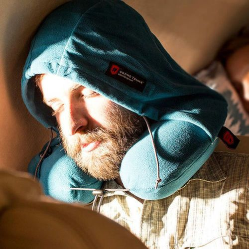BEFORE: Oh, no! The guy in front of you on the plane won't pull down the window shade. AFTER: Ha-ha! Pull the drawstring on your Grand Trunk Hooded Neck Pillow to create some needed naptime darkness. Sweet dreams. https://t.co/skUkwIFdpX https://t.co/NBj35GZpwJ