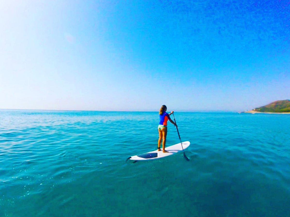 Queden pocs dies d'estiu però encara podem gaudir d'un passeig per la costa de l'Hospitalet de l'Infant fent paddle surf... Foto: @anna_sanabre #Hospitaletdelinfant #marimuntanya #costadaurada #paddlesurf #SUP