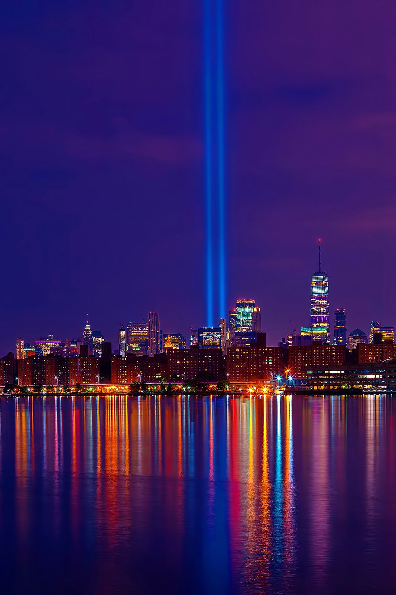 Tribute in Light over World Trade Center still shines bright at dawn today, before fading into the morning light for another year. #NYC #NeverForget #NeverForget911<br>http://pic.twitter.com/ezvgPpWMn7