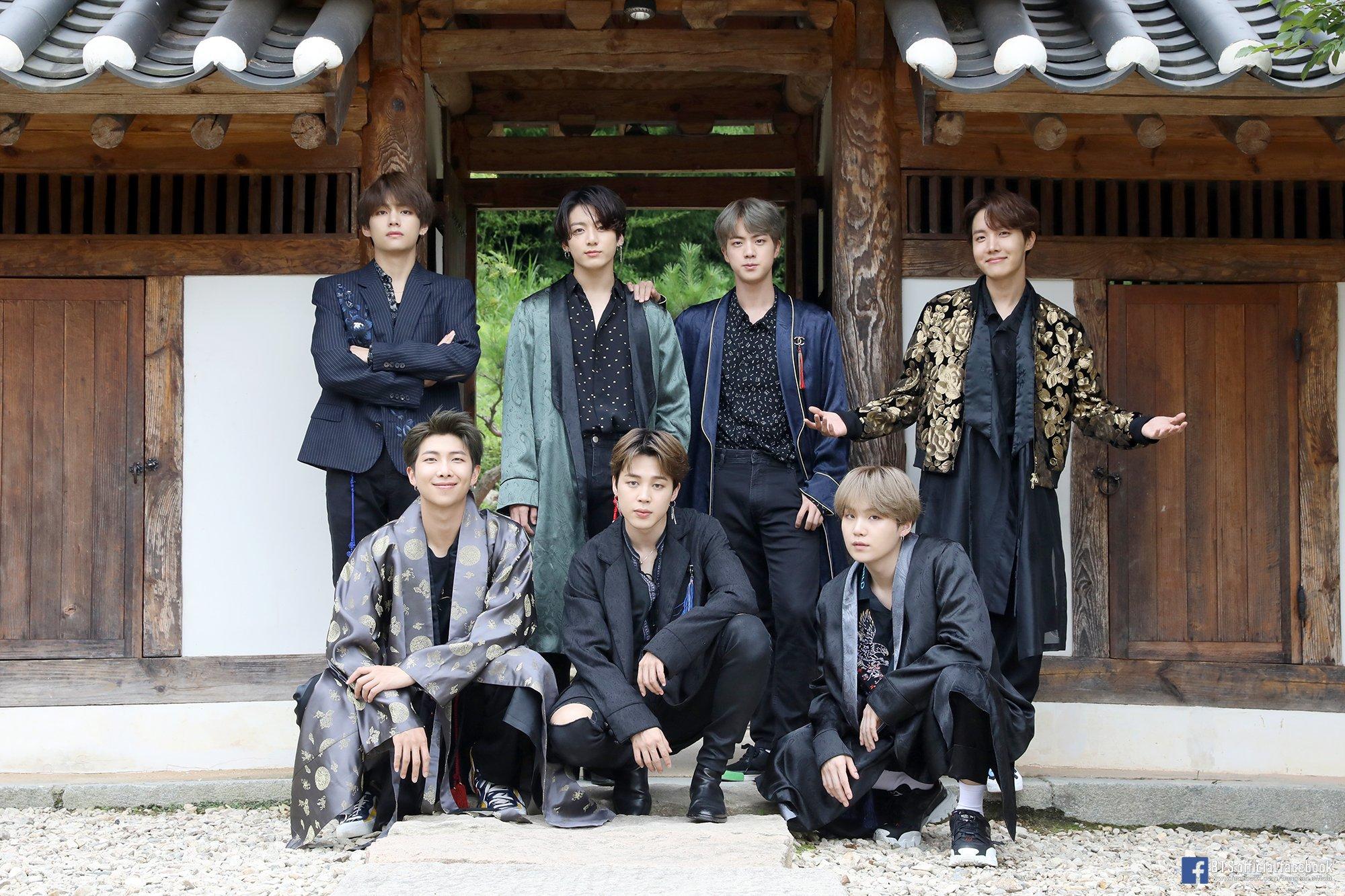 BTS Chuseok 2019 dari kiri ke atas searah jarum jam: V, Jungkook, Jin, J-Hope, Suga, Jimin dan RM