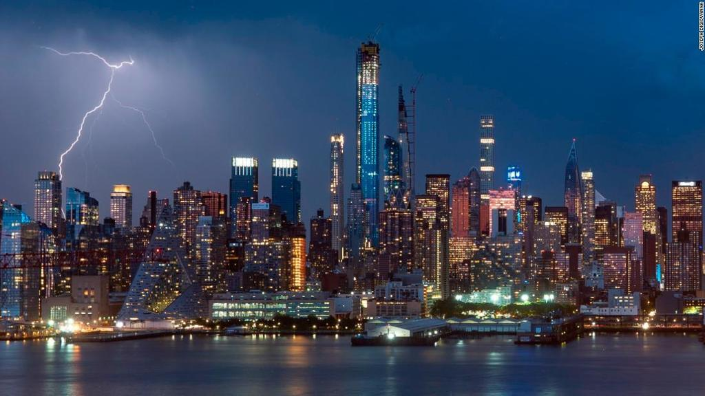 Photographer Joseph Di Giovanna has set up a camera rig to take a photo of New York's skyline every 30 seconds. Until 2045. https://ift.tt/2Anbh6l
