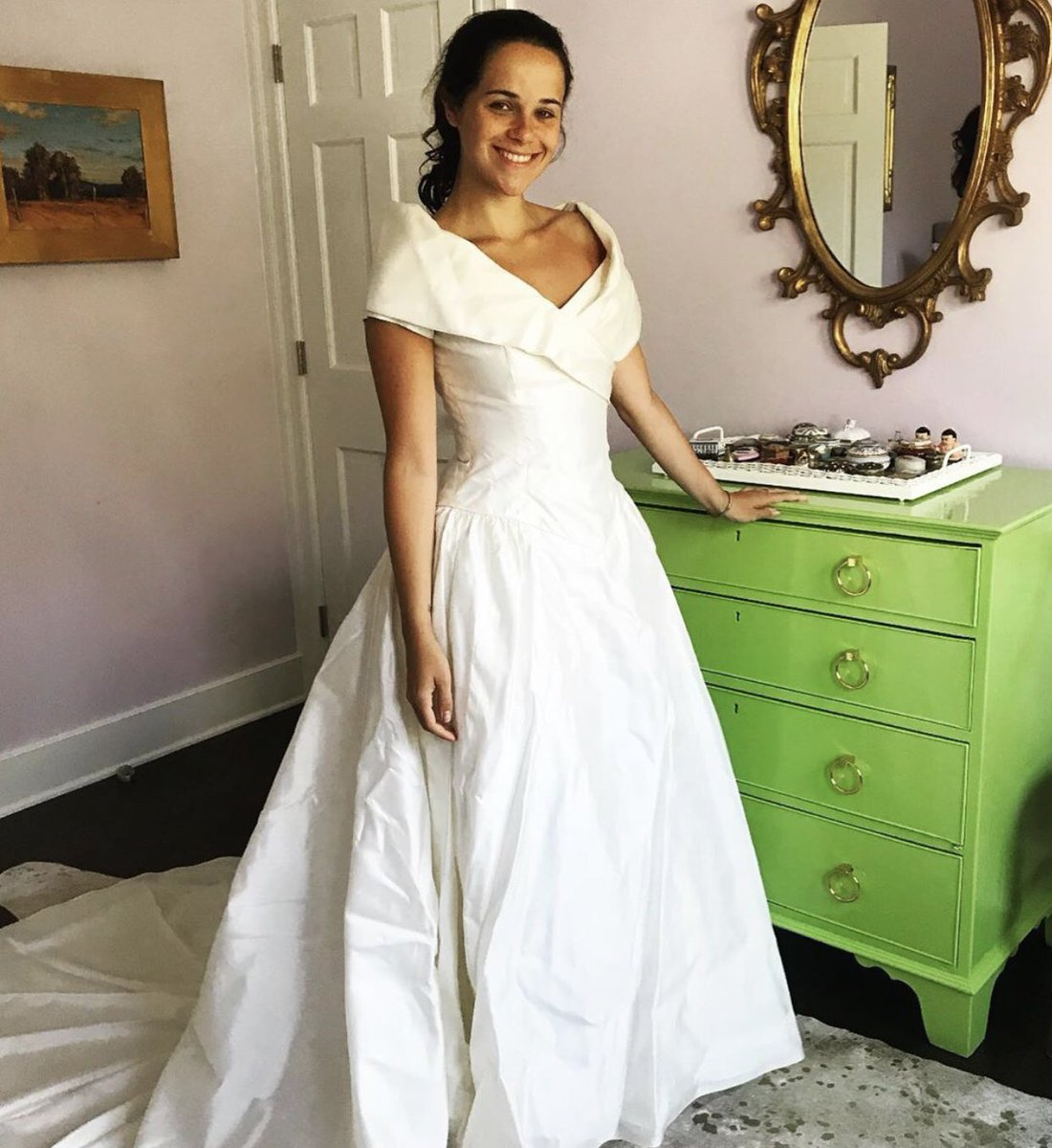 Katie Couric On Twitter Throwback To When Ellie And Carrie Tried On My Wedding Dress From 1989 And Decided It Wasn T For Them Especially The Pillbox Hat Https T Co 8qhi4ar4dw