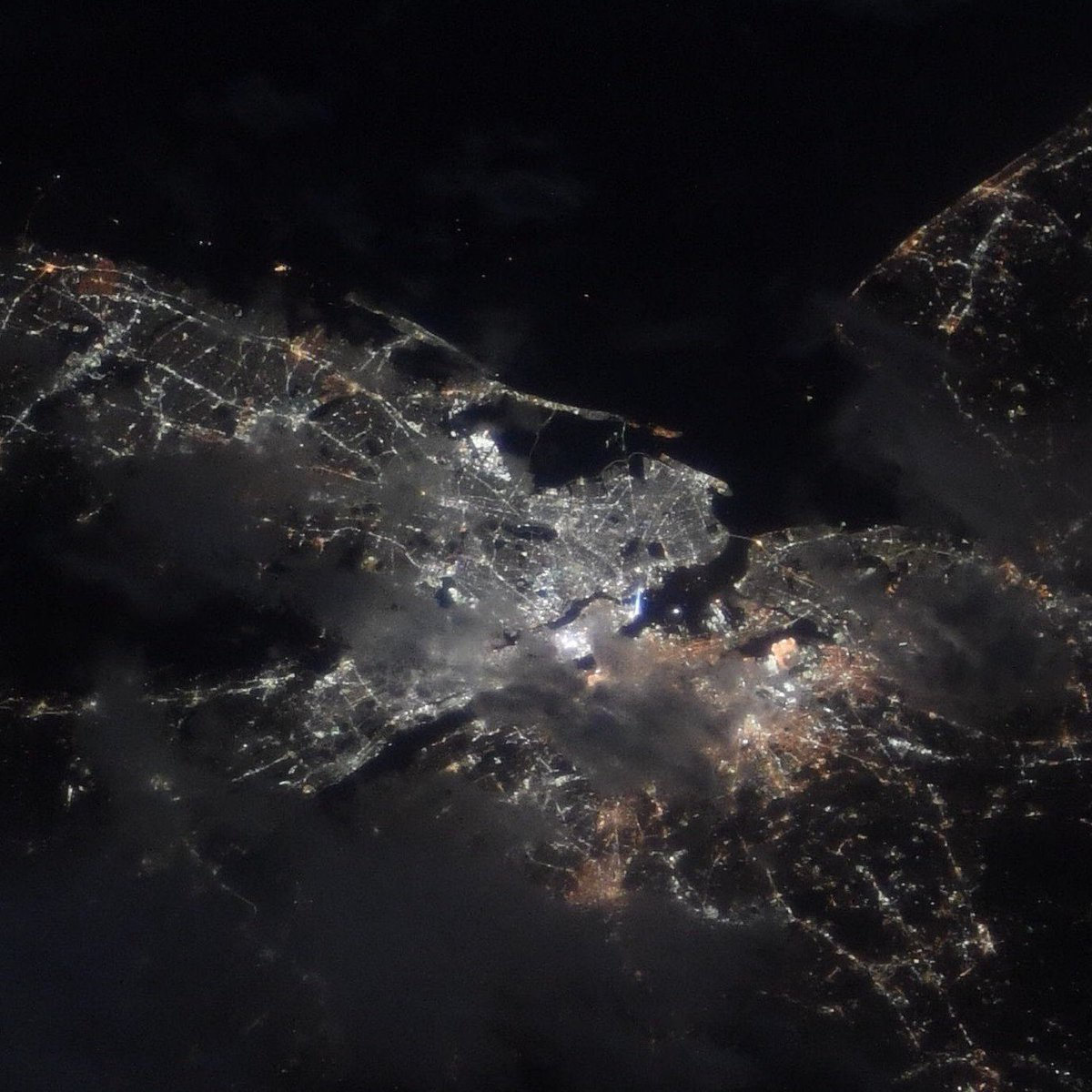 The Tribute in Light shines even into space. The crew of the @Space_Station stands with you honoring those who were affected and those whose unbreakable spirit continues to shine the light. #TributeInLight #NeverForget<br>http://pic.twitter.com/dpeZEXBtv2