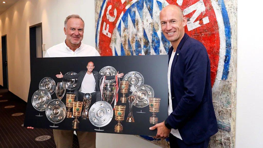 [10] [Mittelfeld] Arjen #Robben  - Page 17 EERZ54pXoAAKCIP?format=jpg&name=medium