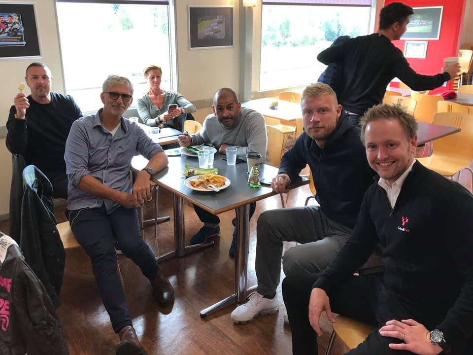 Heres @BBC_TopGears @flintoff11, @harrismonkey and @PaddyMcGuinness, pictured at Cadwell Park yesterday enjoying a break in the clubhouse with @HillF1 & circuit manager @PaulWoodford84. Our lips are sealed about what they were up to - youll have to watch the show to find out!
