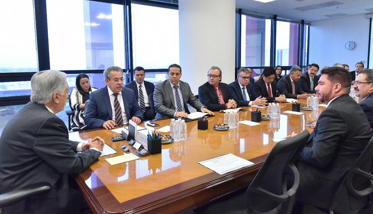 En reunión de estrategias y resultados con el Ing. Guillermo Nevárez Elizondo, Director de CFE Distribución, los 16 Gerentes Divisionales de Distribución de todo el país y directivos del corporativo de CFE Distribución.