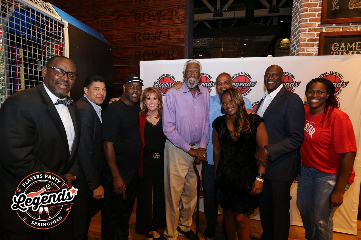#PlayersParty Springfield was one for the record books! Check out the Hall of Fame squad that came out to celebrate the #19HoopClass. #LegendsofBasketball #TBT