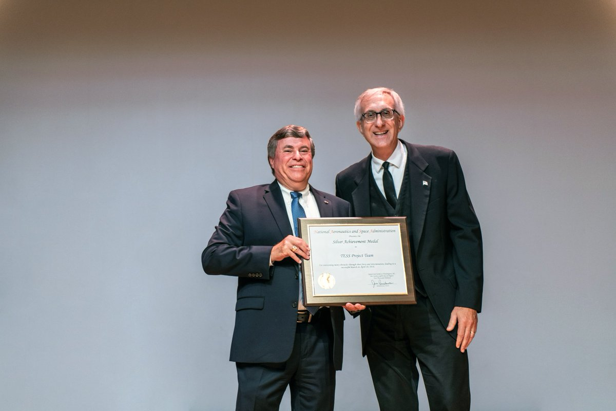 #ICYMI The TESS project team received a @NASAGoddard Agency Honor Award last week! Pictured here is former TESS project manager Jeff Volosin (right) receiving the Silver Achievement Medal from acting Center Director George Morrow (left). Go team! @TESSatMIT @northropgrumman