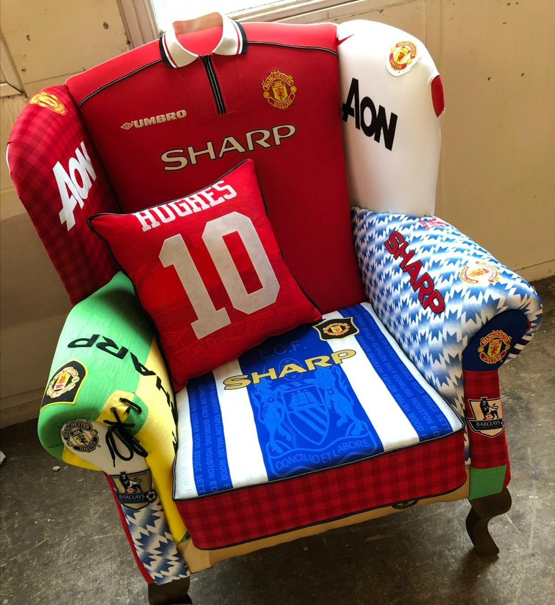 A #MUFC fan @GuvnorRhys has had his chair reupholstered by @RossPritch09 with his old football shirts! Bet his wife loves it!