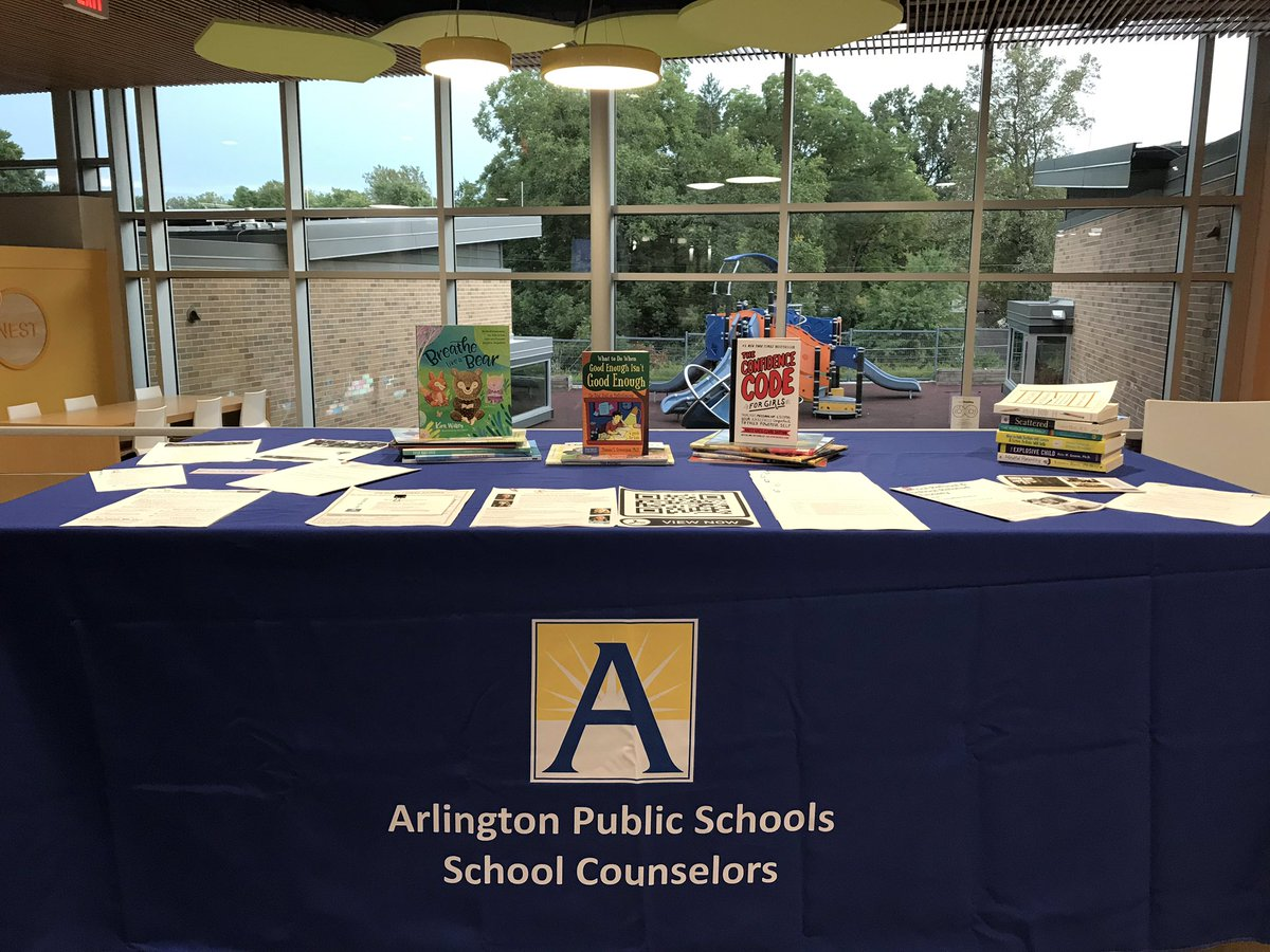 Our Back to School Night social-emotional wellness booth was a success! <a target='_blank' href='http://twitter.com/DiscoveryAPS'>@DiscoveryAPS</a> <a target='_blank' href='http://twitter.com/pmcclell2'>@pmcclell2</a> <a target='_blank' href='http://twitter.com/APS_StudentSrvc'>@APS_StudentSrvc</a> <a target='_blank' href='https://t.co/lAnBfLmBbH'>https://t.co/lAnBfLmBbH</a>