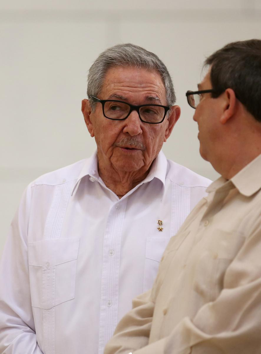 Twitter blocks accounts of Raul Castro and Cuban state-run media  https:// reut.rs/2I1bHTN    <br>http://pic.twitter.com/0e69YIPX3l