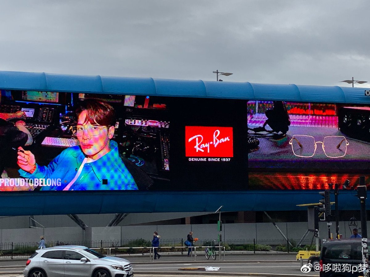 OP found this huge billboard ad after getting off the train in EnglandThat's huge OMG I'm so proud of this man @JacksonWang852   Cr logo #ProudToBelong  #RayBanXJacksonWang  #JacksonWang #RayBan #TeamWang<br>http://pic.twitter.com/NSCFtZbqFP