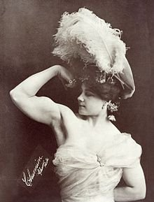 YOU PROBABLY DIDN'T KNOW YOU NEEDED TO SEE PIX OF FLEXING VICTORIAN BABES BUT YOU DID