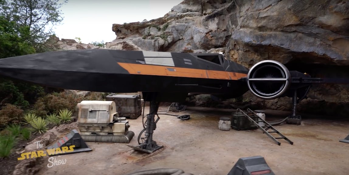 PHOTOS, VIDEO: Poe Dameron's X-Wing and BB-8 Figure from Star Wars: Rise of the Resistance Queue in Star Wars: Galaxy's Edge Revealed   http:// wdwnt.news/19091216    <br>http://pic.twitter.com/bLX5tjAm4U