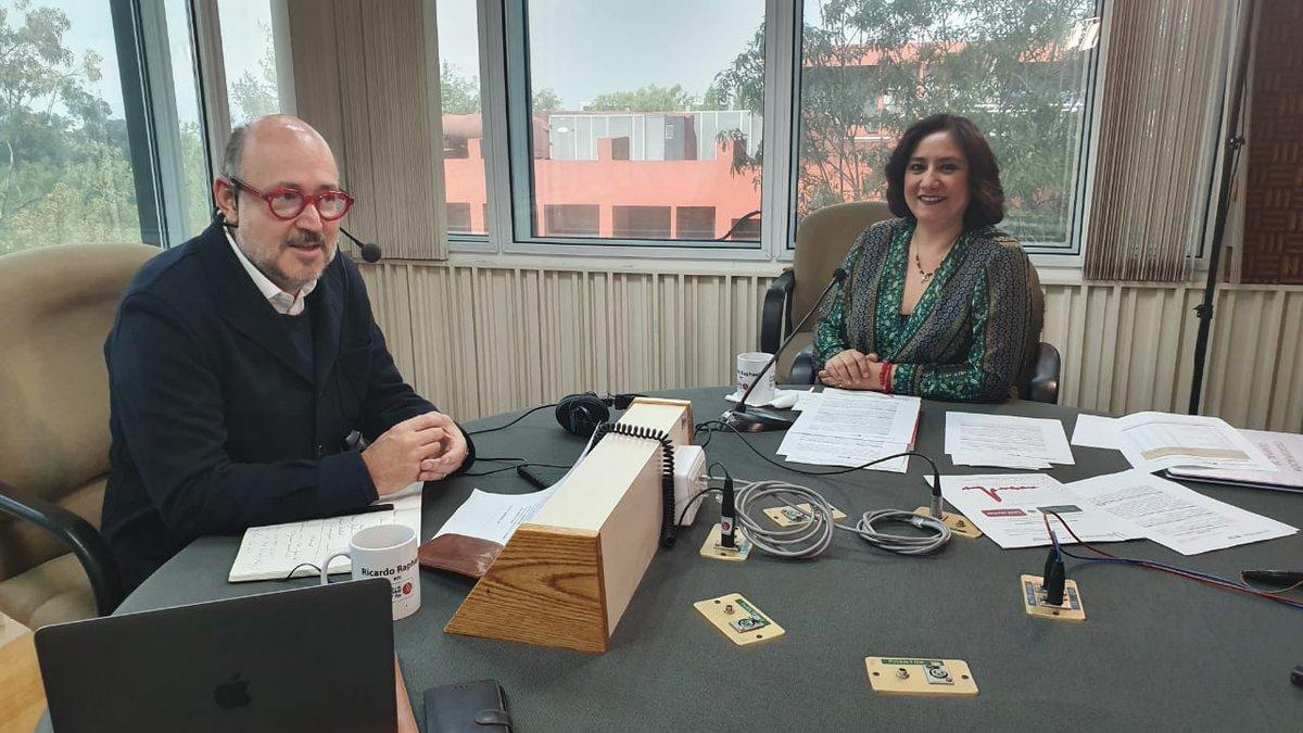En entrevista con @ricardomraphael la Secretaria @Irma_Sandoval reafirma que nuestro compromiso es con la ciudadanía y en el portal http://alertadores.funcionpublica.gob.mx tienen un importante canal para ser escuchados.