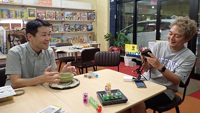 小野さんボードゲームの店始めたりして、食っていけるんですか?と聞きに行ったらゲームが楽しかったという記事です。(食っていけるかは未知数)---ボードゲーム専門店だなんて、どうしたんですか  #DPZ