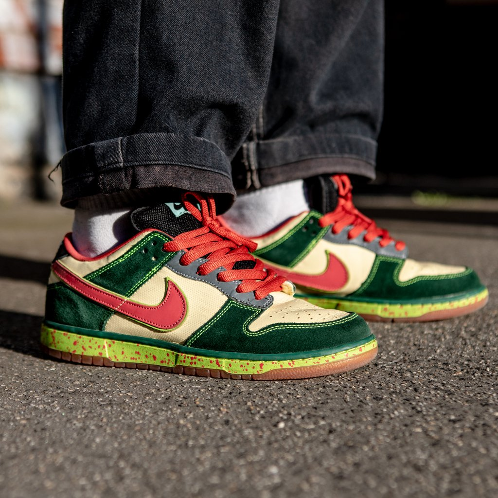 👨💻On-Foot at SF HQ 👩💻 @crapbloke caught the SB bug from way back with the gold box era 'Mosquito' Dunks.