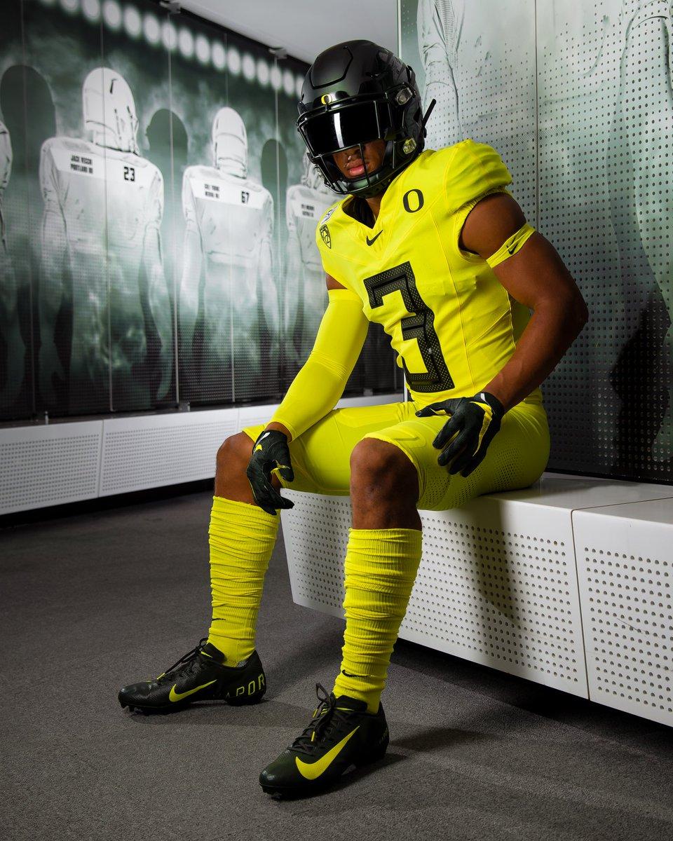 We got it on lock. Oregon Yellow and Nightmare Green for @OregonFootball in Week 3. #GoDucks <br>http://pic.twitter.com/njBLo5KeQa