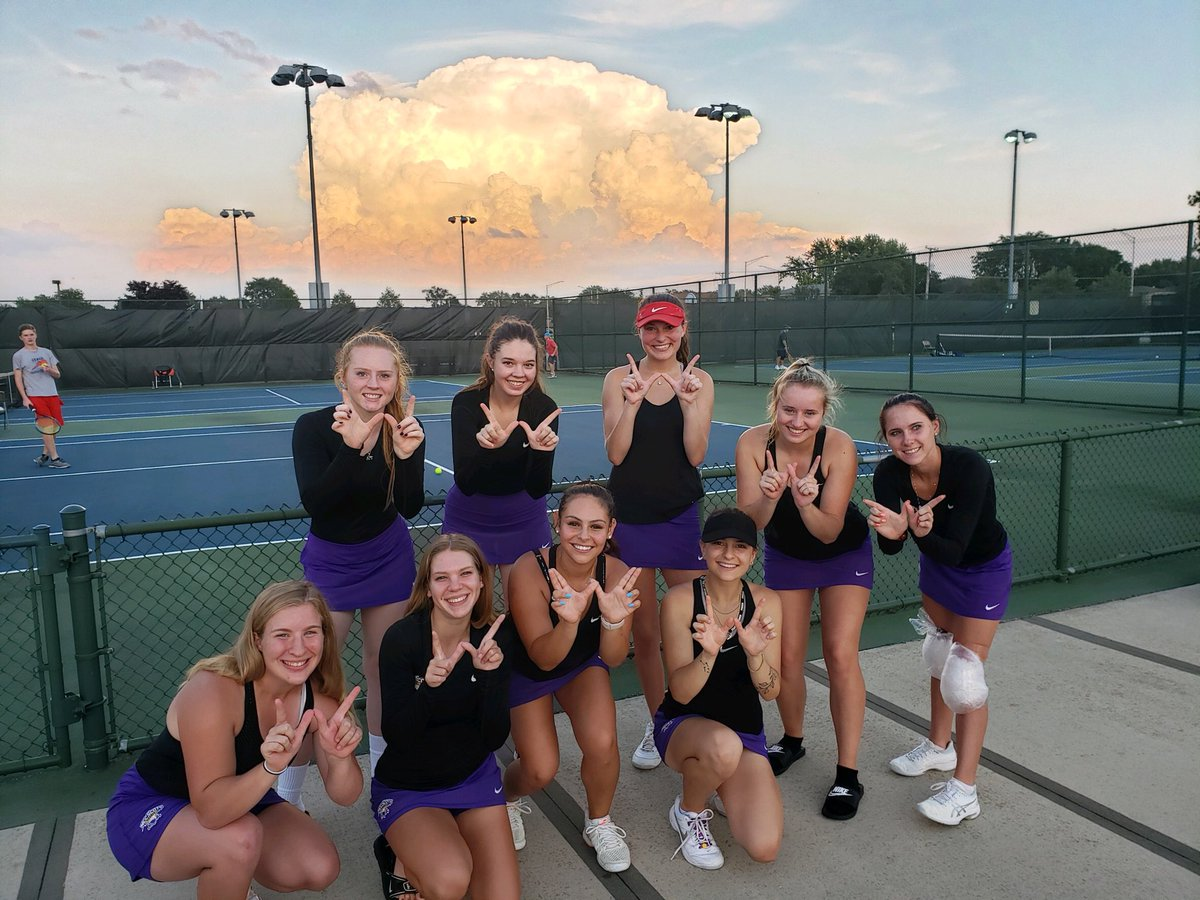"""Another """"W"""" for the Tennis team! 7-2 victory over Conference foe MVCC. Aaaand check out that sunset in the background!  #onaroll #scotpride<br>http://pic.twitter.com/GNsk1WGu9y"""