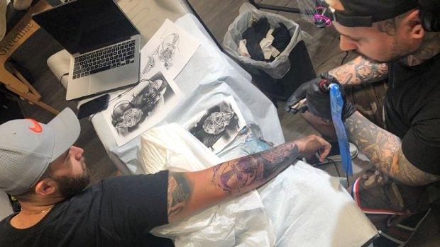 Jordan Binningtons friend got a tattoo of the @StLouisBlues goalie as a result of a lost bet during the Stanley Cup. MORE @ bardown.com/jordan-binning…