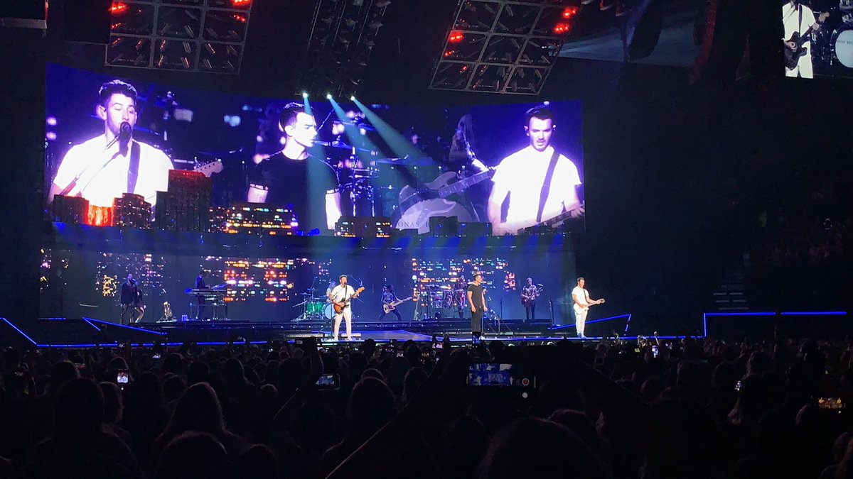 All I can say is thank you for coming back when we needed you the most 🥰#HappinessBeginsTourNashville #JonasBrothers