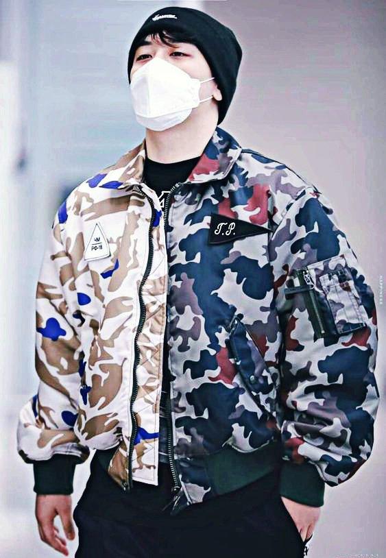 He's so sexy when he's serious 🤤🥤#Seungri #BIGBANG