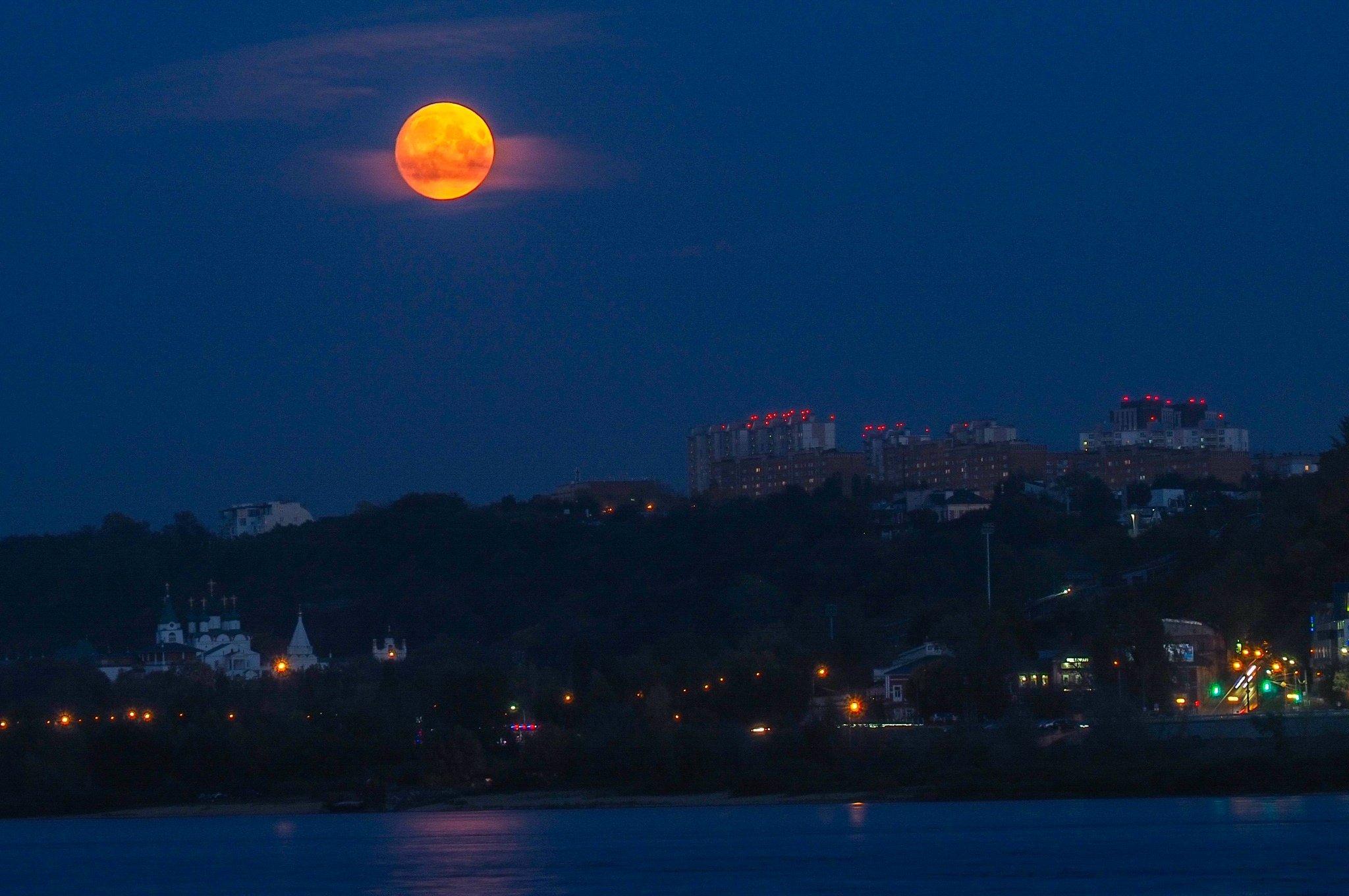 первом фото восход луны над днепром калифорнии обнаружили