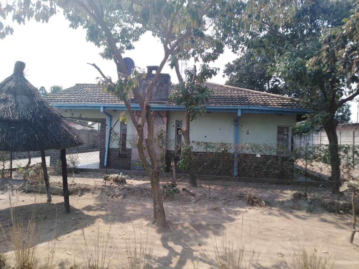 This is the first house of Former President Robert Mugabe in HighFields in Zimbabwe. #sabcnews<br>http://pic.twitter.com/xCqxMjZSK5