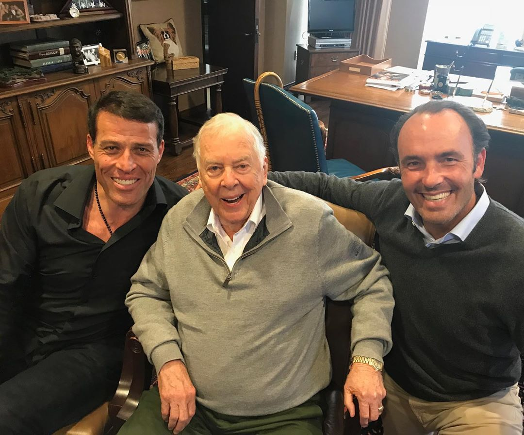 What a deep loss we had this week, my dear friend, T. Boone Pickens, one of the most generous human beings I have ever known, not only with his money, but with his time, his heart, and his soul.  Please read the full post here:  https://www. instagram.com/p/B2WwWvln-yg/     <br>http://pic.twitter.com/ImjWTwHq3x