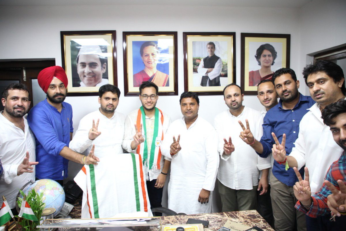 Newly elected DUSU Secretary Ashish Lamba met IYC National President Shri @srinivasiyc and IYC leaders Shri @bhaiya_pawar, Shri @rahulraoinc, Shri @chhikaravikas9 with @nsui National President Shri @Neerajkundan at IYC today. #DUSUElection2019 <br>http://pic.twitter.com/98Z7kKmQrB