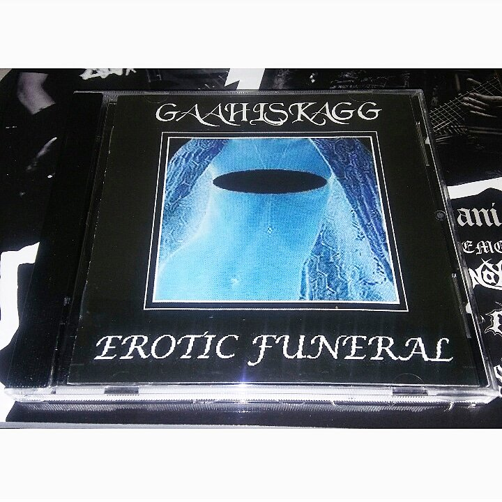 #Gaahlskagg – #EroticFuneral (2000)  Recorded in Grieghallen Studios during 666I. Track XII is one minute of silence. #BlackMetal #Gaahl #IndustrialBlackMetal #NowegianBlackMetal #NoColoursRecords – NC 034 pic.twitter.com/8PxZVdZbp2