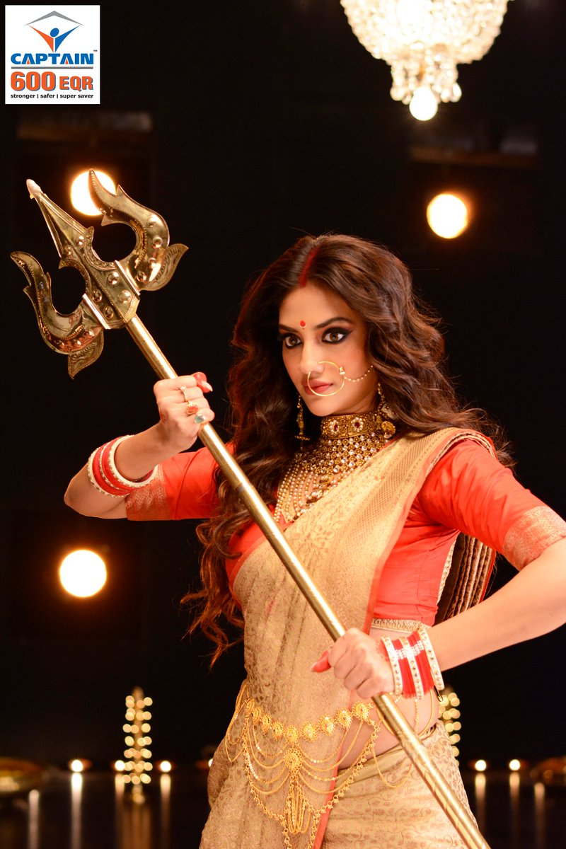 .@nusratchirps evokes the feeling of Maa Durga's divine shakti in the #PujoSong2019 by #CaptainTMT.