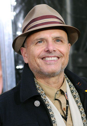 Happy Birthday to one of my favorite actors.  Joe Pantoliano, even when he\s the Bad guy, cute.