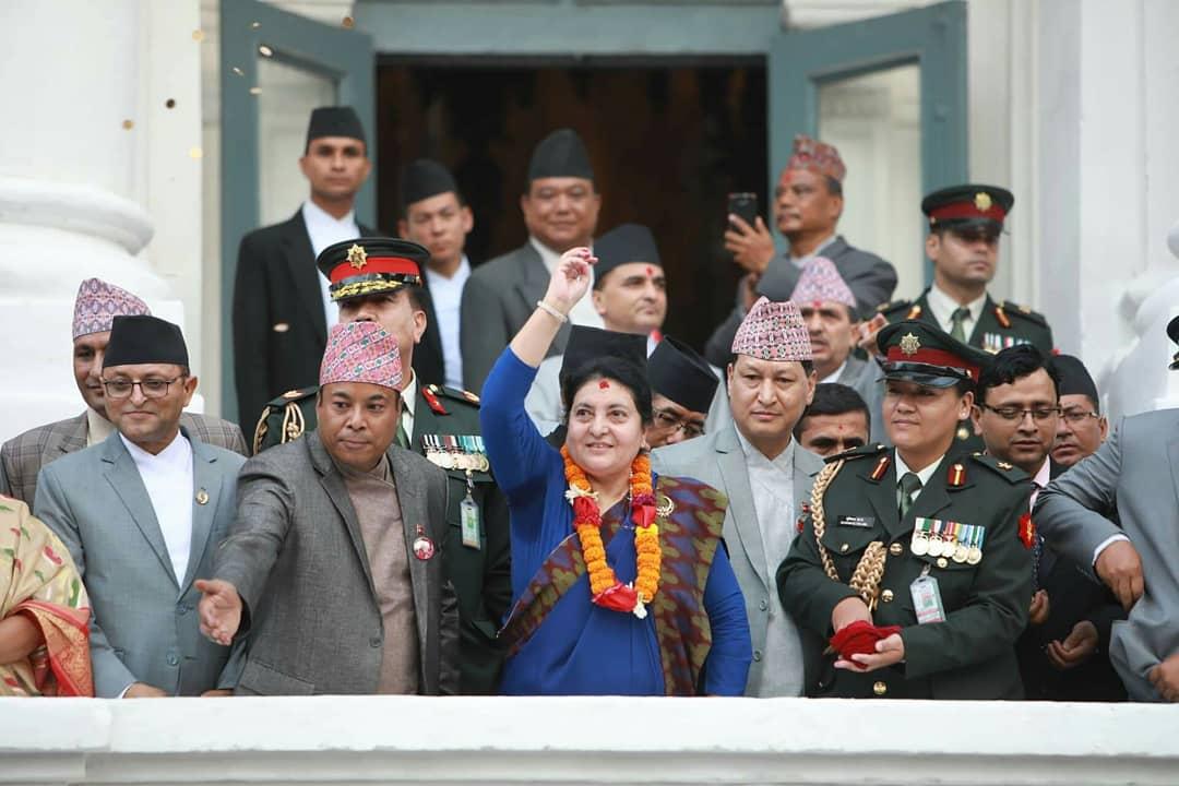 पैसा चडाएर जात्राको  अवोलोकन गर्दै राष्ट्रपति बिद्यादेवी भण्डारी । #indrajatra #festivalofnepal #visit2020 #cultureofnepal #nepalnow #wownepal #explorenepal