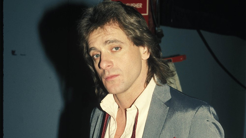"""Eddie Money, the prolific singer and songwriter whose songs """"Baby Hold On,"""" """"Two Tickets to Paradise,"""" and """"Take Me Home Tonight"""" soundtracked popular music in the 1980s, has died after being diagnosed with stage 4 esophageal cancer  http:// bit.ly/32yqnSq    <br>http://pic.twitter.com/2hsER2yP6V"""
