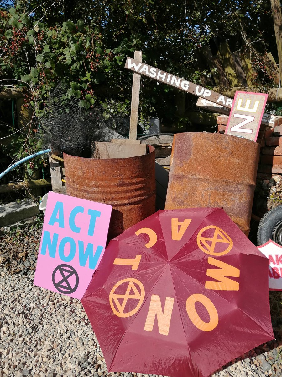 Busy makers getting ready for all day Arts Workshop at Rebel Rising, Borth on Sunday!   Come and join! Placards, XR Brollies and Samba drums.   Let's make the Rebellion bright and beautiful   @XRCardiff @ExtinctionR @XRPembrokeshire @XRAberystwyth   #MomentofTruth #HumansofXR <br>http://pic.twitter.com/Mgm4Pq4zWT
