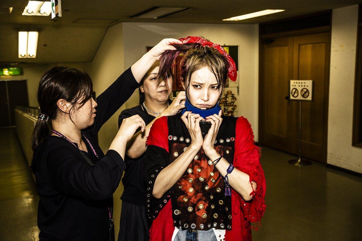 名古屋センチュリーホール2daysのブログ更新しました。カズロー先輩 @cazrowAoki  の残してくれた一瞬一瞬を見返しても、全部思い出が出てくる。最高な二日間沢山写真撮ってもらいました。#写殺 ありがとうございました。次は八王子。よろしくねっ。#紅蓮華ツアー 【BLOG】