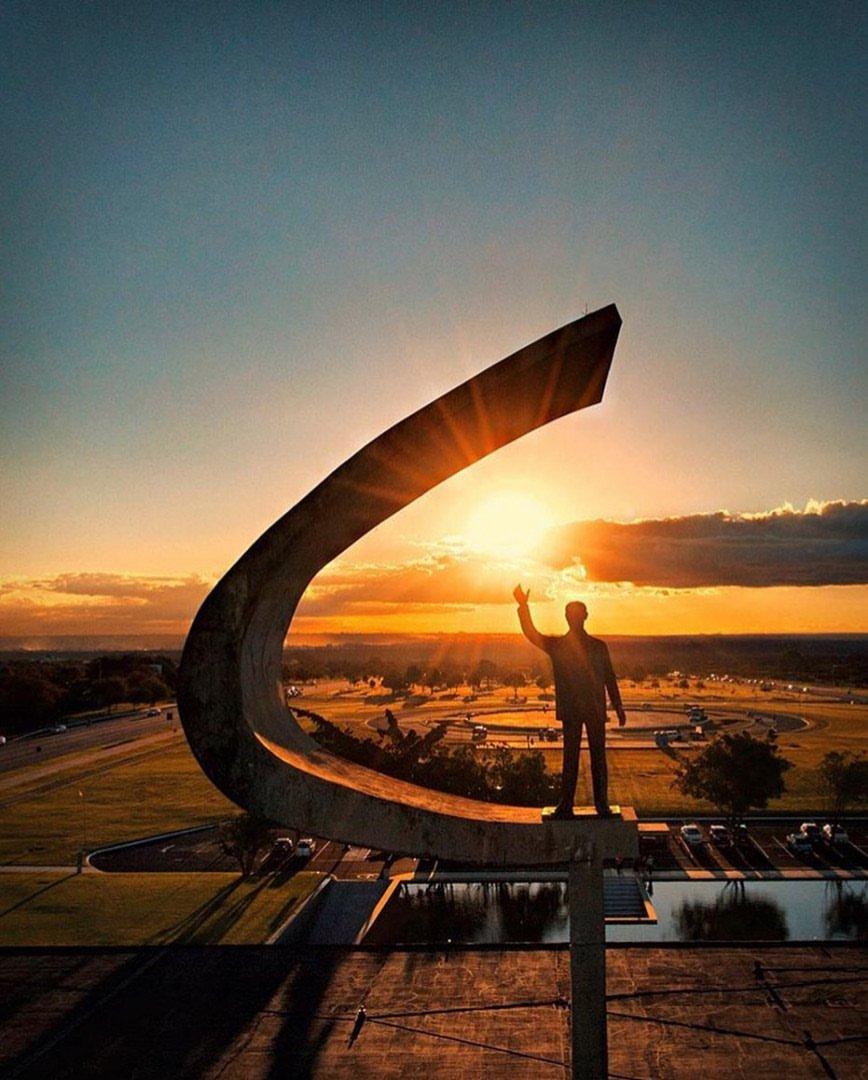 Brasília e esse céu! 💛☀ Já viu ao vivo? 📸 @rubensgalleranifilho #DomingoDeDestinos