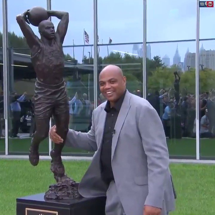 """I don't know if I've ever been that skinny."" 😂  The @sixers honored Chuck with a statue outside of their practice facility. 👏"
