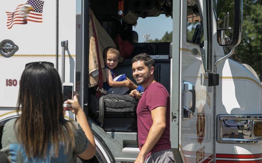 Tomorrow from 11 AM - 3 PM at North Point Mall, bring along family and friends to explore the parking lot featuring a fire truck, limo, dump truck, school bus, 18-wheeler and police vehicles!                    1000 North Point Circle  #TouchaTruck  <br>http://pic.twitter.com/GZh7o1zTRp