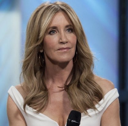 Felicity Huffman: 14 DAYS for her role in a federal conspiracy and financial fraud higher ed scandal.  Kaleif Browder: 3 YEARS at Reikers after being accused of stealing a backpack. He spent much of that time in solitary. He committed suicide after release. #FelicityHuffman https://t.co/VjPcumtY73