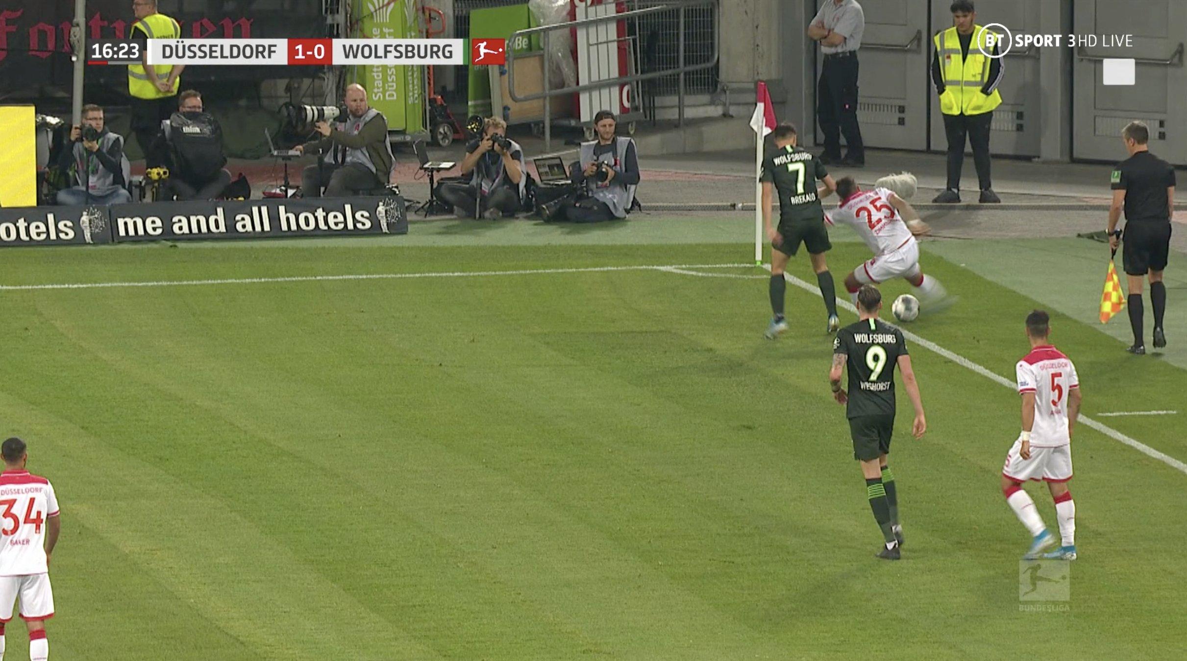 Бундеслига. Вольфсбург не смог выиграть у Фортуны перед матчем с Александрией - изображение 1