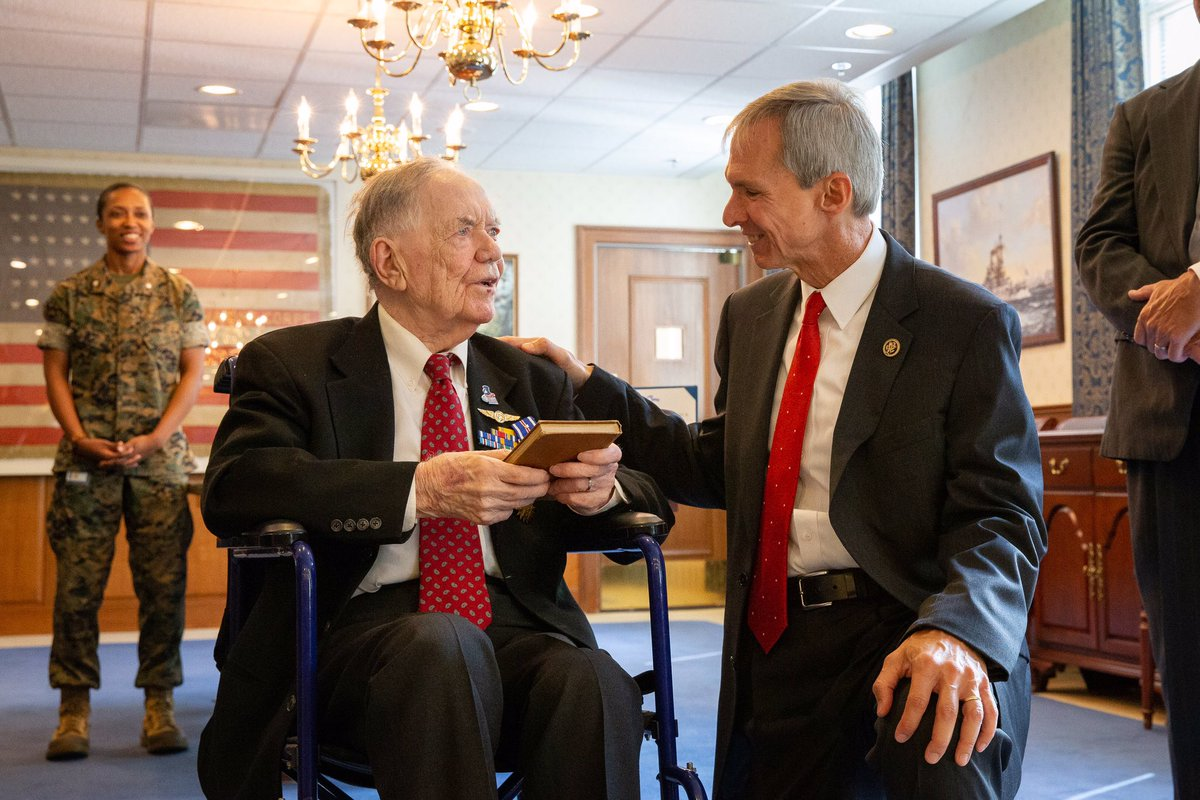 It was an honor to join Aviation Machinist First Class Bernard B. Bartusiak at the Pentagon for his WWII Distinguished Flying Crosses & an Air Medal awards from @secnav76 of @USNavy. Mr. Bartusiak, who resides in Palos Hills, is an inspiration to all. #IL03 <br>http://pic.twitter.com/cXqqgs89g7