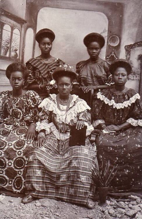 Vintage postcard, Ghana, ca 1900. Unknown photographer