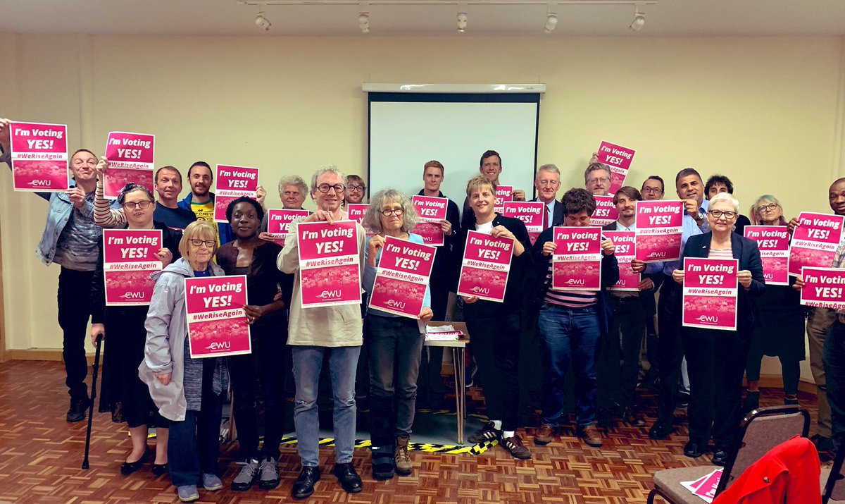 Massive thanks to @LeedsCentralLab CLP members and @hilarybennmp for standing in solidarity✊with Postal Workers. @CWUnews 💪 @DaveWardGS @Chris_Webb1 @_andrewtowers @jane_loftus @tkearnsy @paulwrayuk @andrew_scopes @warren4labour @CWULeedsNo1 @MomentumLeeds #WeRiseAgain 🦁💪✊