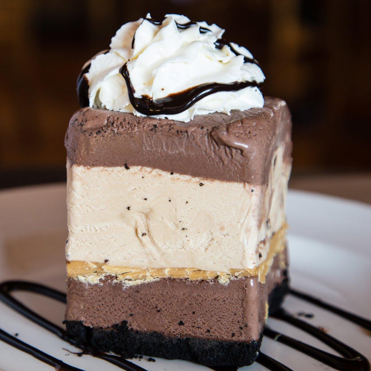 Happy International Chocolate Day! We're in  with this Montana's Mud Pie  What's your fave way to enjoy chocolate? Tell us in the comments for a chance to win 500 points to treat yourself to $5 off your dessert at Montana's! #AreYouIn  Contest ends Sep 18 at 11:59pm EST.<br>http://pic.twitter.com/YRie5skvTW