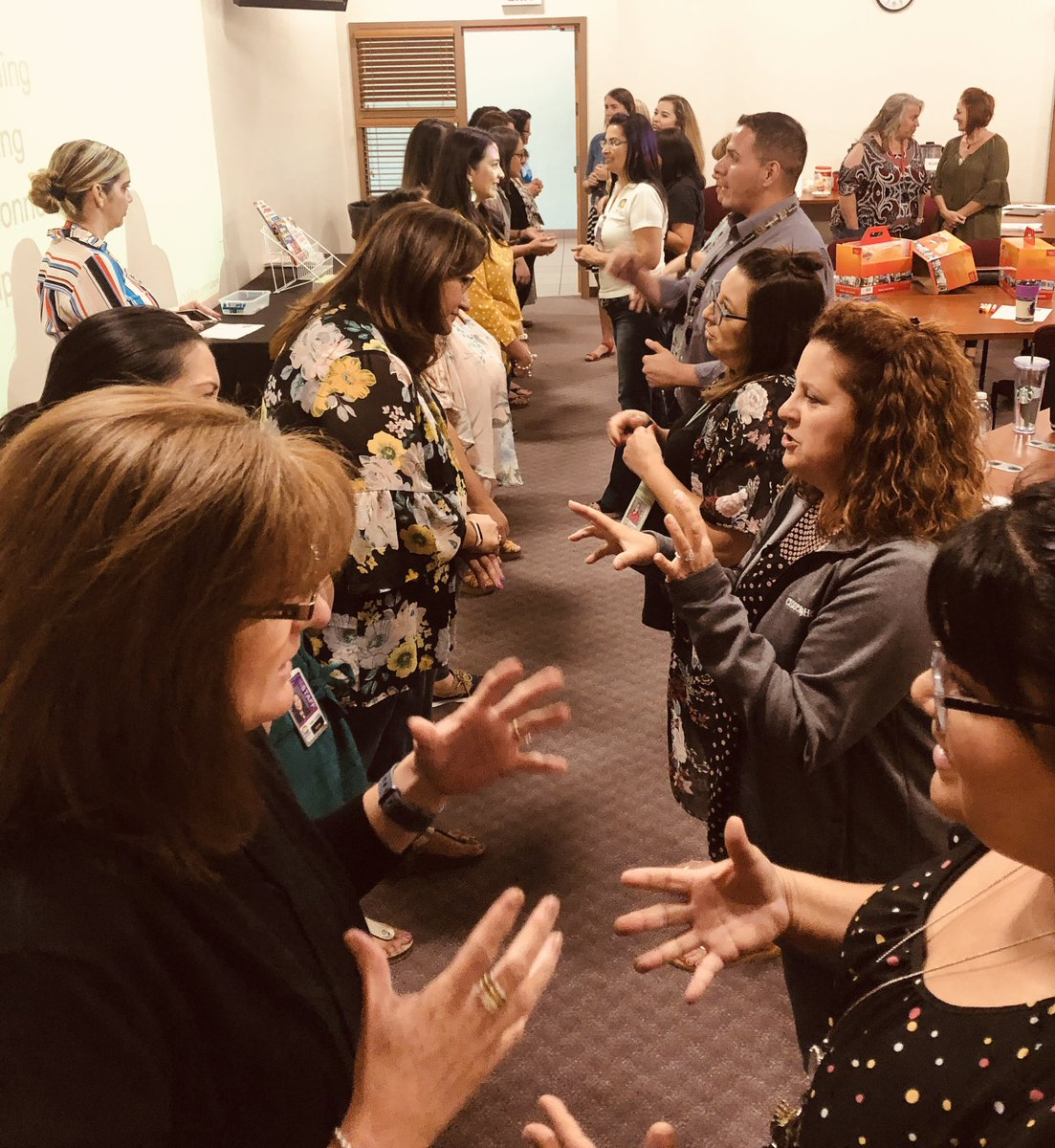 Las Cruces #principals and #instructional #coaches getting animated talking #ELD and #Language Power. #tcmpub #NM #SLA #SEL #EL #ELL #ELchat #equity #itaintaboutyou #mytcm <br>http://pic.twitter.com/IEaqxlc1my