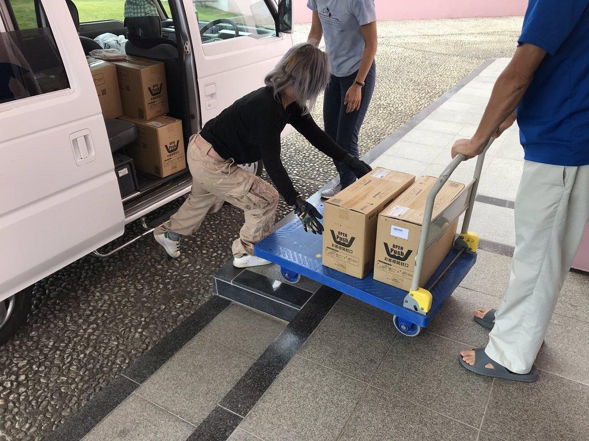 RT @kaeizyuku_PR: 今日14日は台風15号の被害が甚大な千葉県館山市や南房総市を訪れ、地元の方が準備して下さった飲料水やブルーシート、ロープ、土のう袋、携帯充電器の運搬など、復旧・支援活動をおこなっています。 https://t.co/Qj3SRjomg9
