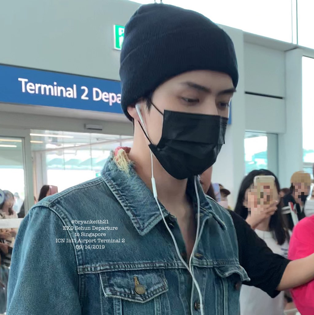 190914 ICN  SIN  Brand: Saint Laurent (@YSL) Outfit: Distressed Denim Jacket Colour: Blue Price: $ 1043  #SEHUN #세훈 #吴世勋 #whatsehunwears<br>http://pic.twitter.com/pVuIBpWIg8